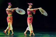 Bailarines chinos. Compañía del arte de Zhuhai Han Sheng. Fotos de archivo libres de regalías