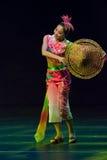 Bailarines chinos. Compañía del arte de Zhuhai Han Sheng. Imagenes de archivo