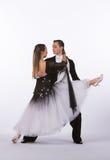 Bailarines con el vestido blanco y negro - fracturas del salón de baile Fotografía de archivo libre de regalías