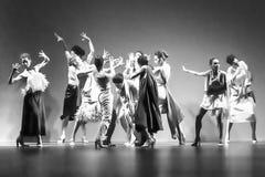 Bailarines de ballet durante la colección de Duyos en SS 2015 MBFW Madrid Foto de archivo