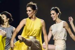Bailarines de ballet durante la colección de Duyos en SS 2015 MBFW Madrid Fotografía de archivo