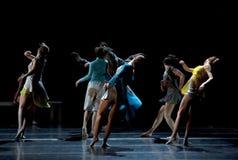 Bailarines de ballet moderno Foto de archivo