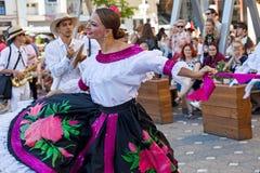 Bailarines de Colombia en el traje tradicional 2 Fotos de archivo