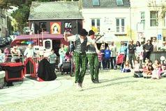 Bailarines de la calle del entretenimiento Imágenes de archivo libres de regalías