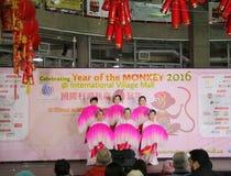 Bailarines de la fan en la celebración china del Año Nuevo en Vancouver Imágenes de archivo libres de regalías