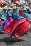 Bailarines de sexo femenino en Pujili Ecuador Foto de archivo libre de regalías