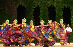 Bailarines de sexo femenino mexicanos brillantes Fotos de archivo libres de regalías