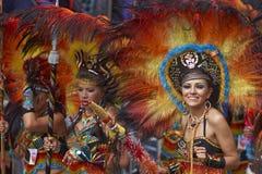 Bailarines de Tobas que se realizan en el carnaval de Oruro en Bolivia Imagenes de archivo