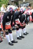 Bailarines del coco de Britannia en la copia de seguridad, El Reino Unido Imagenes de archivo