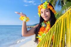 Bailarines del hula de Hawaii imagen de archivo