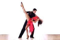 Bailarines del Latino en salón de baile Fotografía de archivo libre de regalías