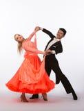 Bailarines del salón de baile con el vestido anaranjado - presentando Imagenes de archivo