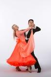 Bailarines del salón de baile con el vestido anaranjado - tolerancia Imagenes de archivo