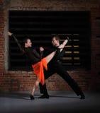 Bailarines del tango en la acción Fotos de archivo libres de regalías