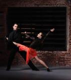 Bailarines del tango en la acción Imágenes de archivo libres de regalías