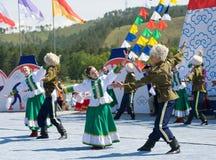 Bailarines en el convenio de los Mongolians del mundo Foto de archivo