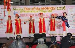Bailarines en la celebración china del Año Nuevo en Vancouver Imágenes de archivo libres de regalías
