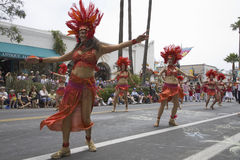 Bailarines en la celebración y el desfile anuales junio del solsticio de verano Foto de archivo