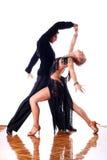 Bailarines en salón de baile Imagenes de archivo