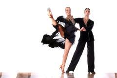Bailarines en salón de baile en la acción Fotos de archivo