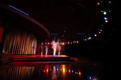 Bailarines en un club nocturno Imagen de archivo libre de regalías