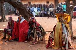 Bailarines en una ceremonia en Benin Imágenes de archivo libres de regalías