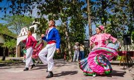 Bailarines folclóricos - Puerto Vallarta, México imagen de archivo libre de regalías