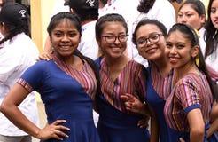 Bailarines guatemaltecos de la banda escolar Imagenes de archivo