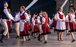 Bailarines húngaros del niño en traje tradicional Fotografía de archivo