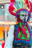 Bailarines indígenas de Ecuador fotos de archivo