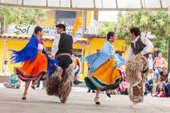 Bailarines indígenas de Ecuador foto de archivo libre de regalías