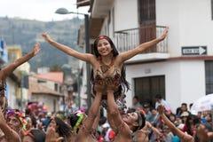 Bailarines indígenas que se realizan en el Corpus Christi en Ecuador Foto de archivo libre de regalías