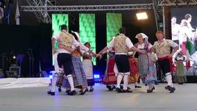 Bailarines italianos en el traje tradicional 1 metrajes