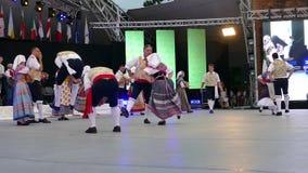 Bailarines italianos en traje tradicional almacen de video