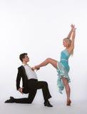Bailarines latinos del salón de baile con el vestido azul - dominación Fotografía de archivo