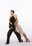 Bailarines latinos del salón de baile con el vestido grisáceo - magro Fotografía de archivo