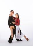 Bailarines latinos del salón de baile con el vestido negro y rojo Imágenes de archivo libres de regalías