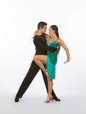 Bailarines latinos del salón de baile con el vestido verde - curva de la pierna Fotos de archivo libres de regalías