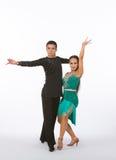 Bailarines latinos del salón de baile con el vestido verde - intenso Fotos de archivo libres de regalías