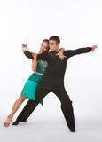 Bailarines latinos del salón de baile con el vestido verde - magro Foto de archivo