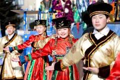 Bailarines mongoles en Shrovetide Fotos de archivo libres de regalías