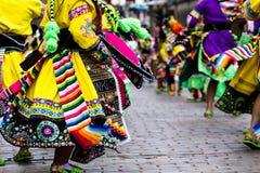 Bailarines peruanos en el desfile en Cusco. Fotografía de archivo libre de regalías