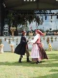 Bailarines populares, Lituania Imágenes de archivo libres de regalías