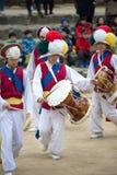 Bailarines populares y músicos coreanos Imagen de archivo libre de regalías