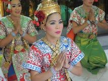 Bailarines tailandeses en alineada tradicional Imagenes de archivo
