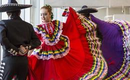 Bailarines tradicionales Imagen de archivo libre de regalías