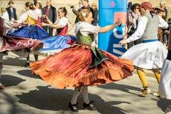Bailarines tradicionales en Valencia, España Foto de archivo libre de regalías
