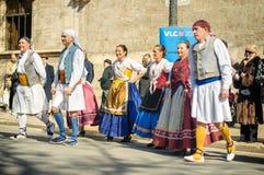 Bailarines tradicionales en Valencia, España Imagen de archivo