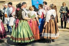 Bailarines tradicionales en Valencia, España Fotos de archivo