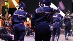 Bailarines turcos jovenes en traje tradicional almacen de video